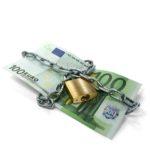 100 Euro mit Kette und Schloss