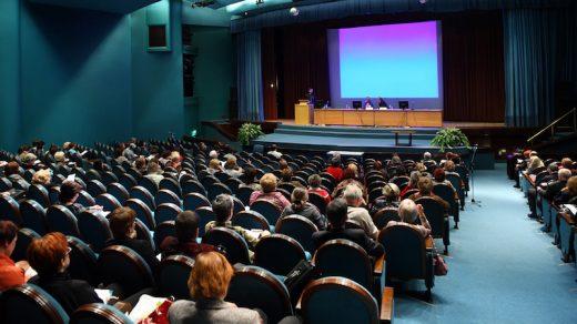 Eine Konferenz veranstalten