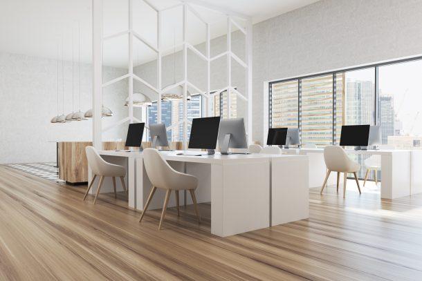 Minimalistisches, sauberes Büro